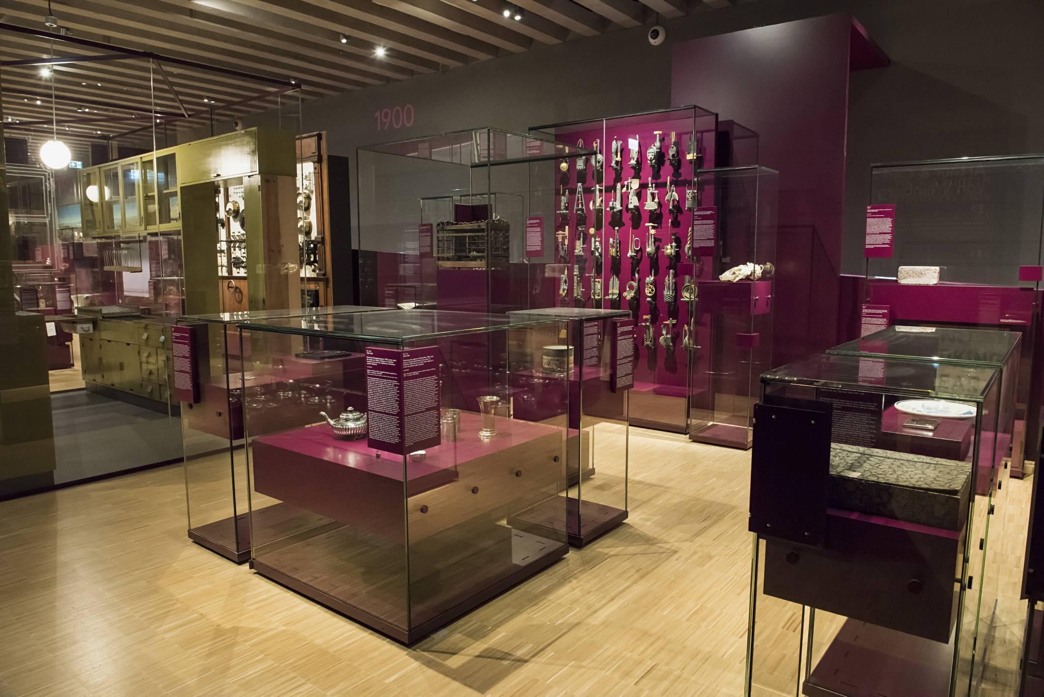 Blick in den Ausstellungsteil 100 x Frankfurt im Historischen Museum
