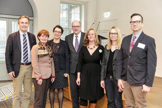 Die Fotografie zeigt Jan Gerhow, Prof. Dr. Daniela Birkenfeld, Susanne Gesser, Stefan Grüttner, Anne Gemeinhardt, Christine van den Borg und Richard Sandell.
