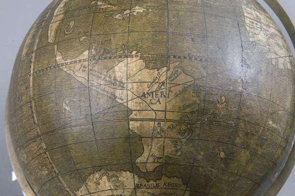 Ein Bild zeigt den Globus von Johannes Schöner aus dem Jahr 1515